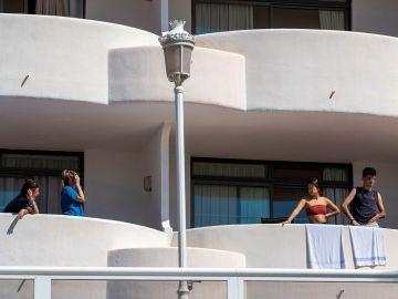 Vista de los balcones del Hotel Palma Bellver, el hotel covid donde se alojan algunos de los estudiantes que visitaron Mallorca en viaje de estudios y que han tenido contacto con positivos