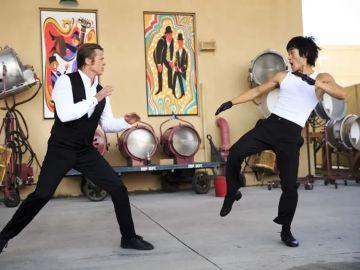 Brad Pitt y Mike Moh como Bruce Lee en 'Érase una vez en... Hollywood'