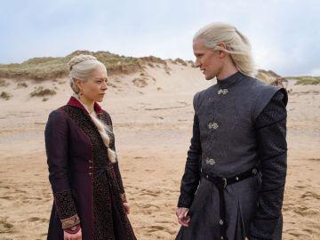 Emma D'Arcy y Matt Smith en 'House of the Dragon', la precuela de 'Juego de Tronos'