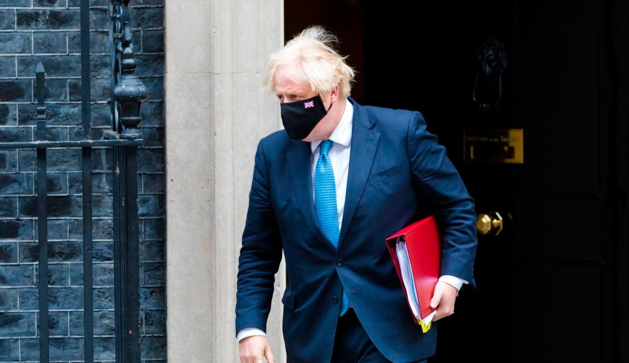 El primer ministro británico, Boris Johnson, en la puerta de Downing Street