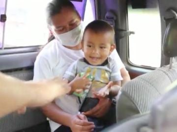 Menor de 2 años regresa con su familia en Honduras