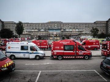 Ambulancias en el hospital de Santa Maria, en Lisboa