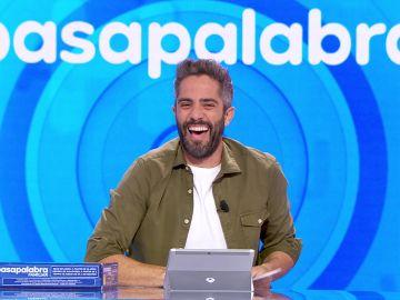 """El divertidísimo lapsus de Roberto Leal con el último rosco: """"¿Pivonazo? ¿En qué estás pensando tú?"""""""