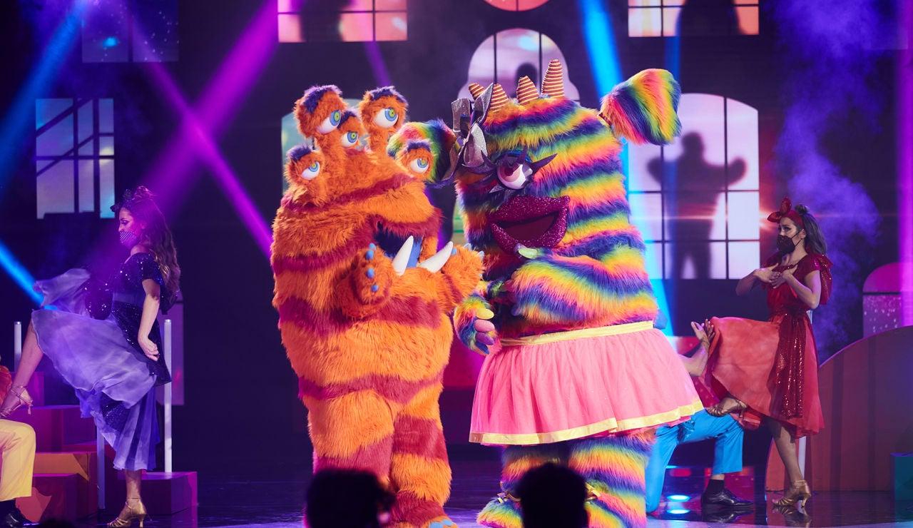 La Monstruita y el Monstruo inundan de pasión 'Mask Singer' al ritmo de 'Me enamoré'