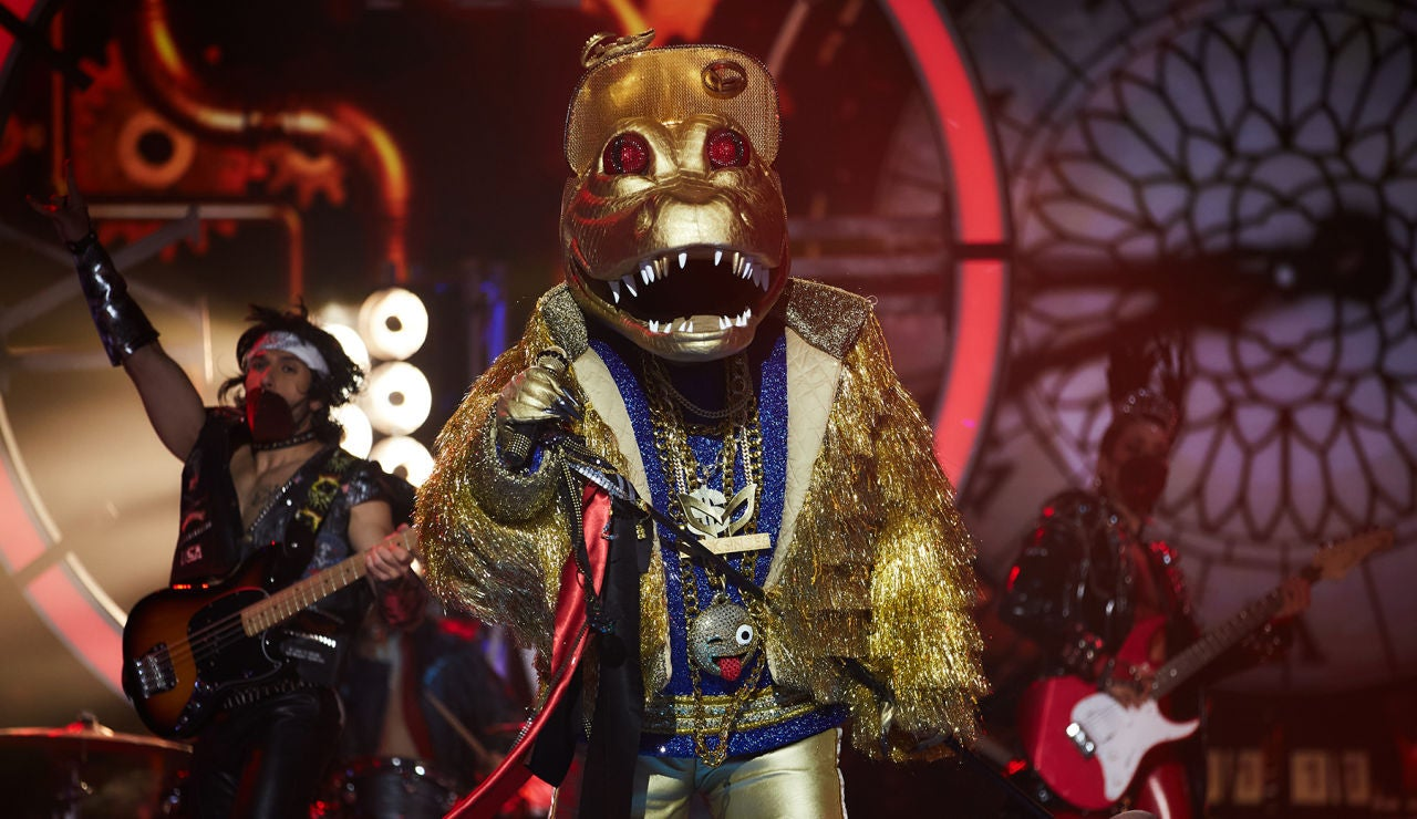 Cocodrilo revoluciona 'Mask Singer' con 'You shook me all night long' de AC/DC