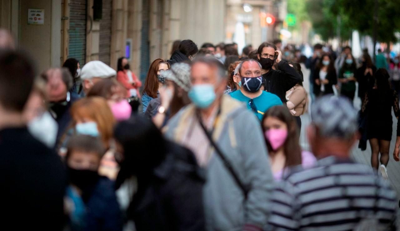 Cataluña triplica el número de muertes por coronavirus y prorroga el toque de queda
