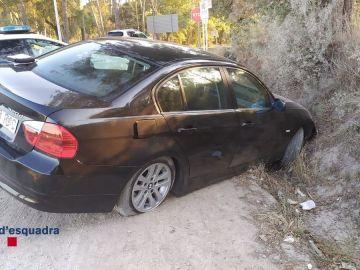 Un conductor bebido abandona en el coche a su hijo y huye tras tener un accidente en Caldas