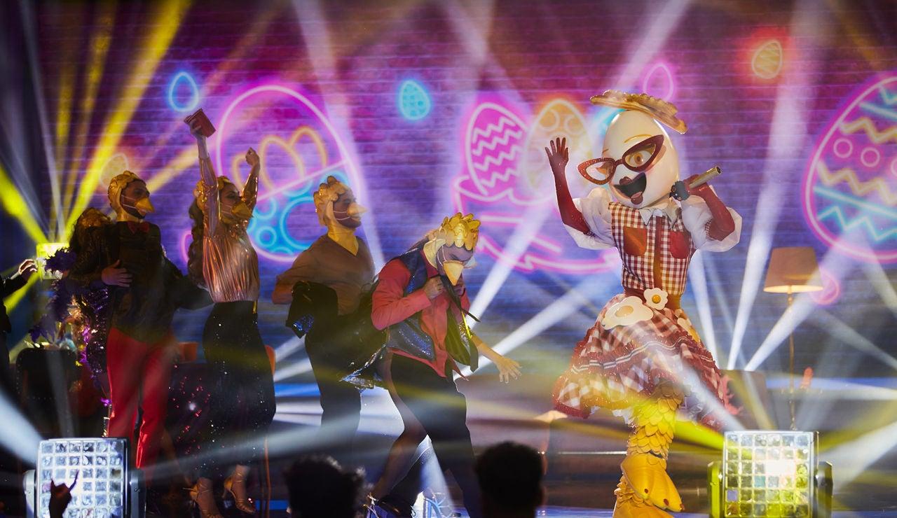 El Huevo se deja la cáscara con 'Last Friday Night' de Katy Perry