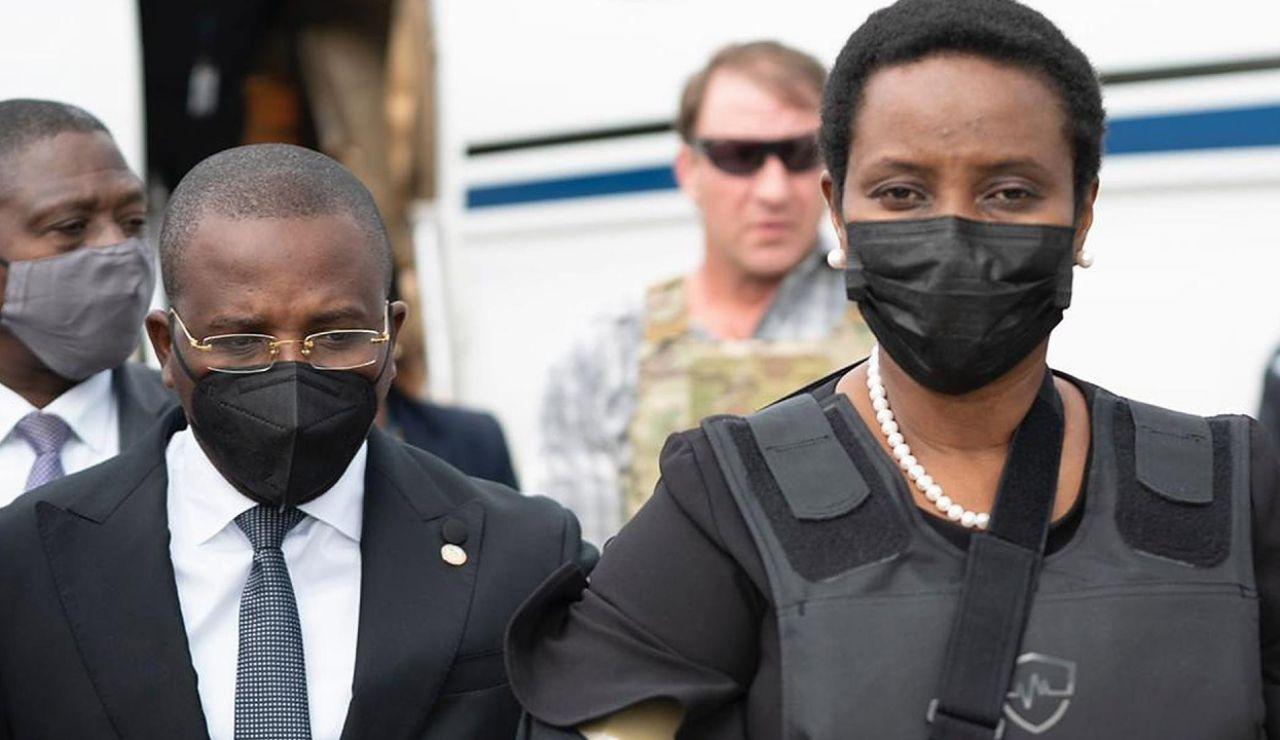 """Reaparece la ex primera dama de Haití e los homenajes a su marido asesinado, Jovenel Moïse: """"Fuiste abandonado y traicionado"""""""