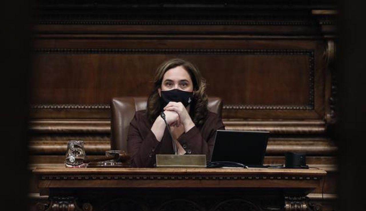 """El Ayuntamiento de Barcelona vuelve a colocar el retrato de Felipe VI """"por imperativo legal"""""""