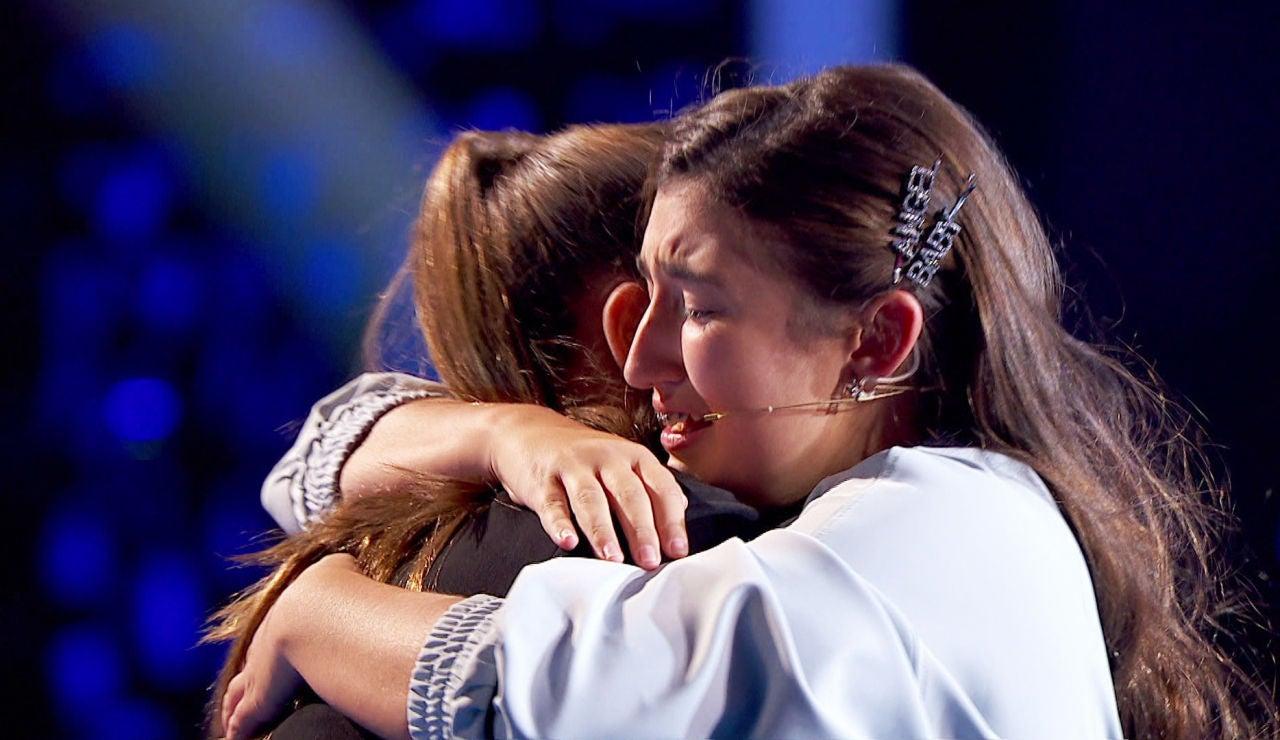"""El abrazo de Rocío y Lola Avilés hace derramar las lágrimas de todos los coaches: """"No hay nada como el amor de dos hermanas"""""""