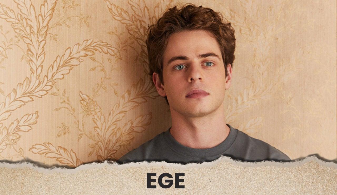 Ege es el hermano pequeño de Inci
