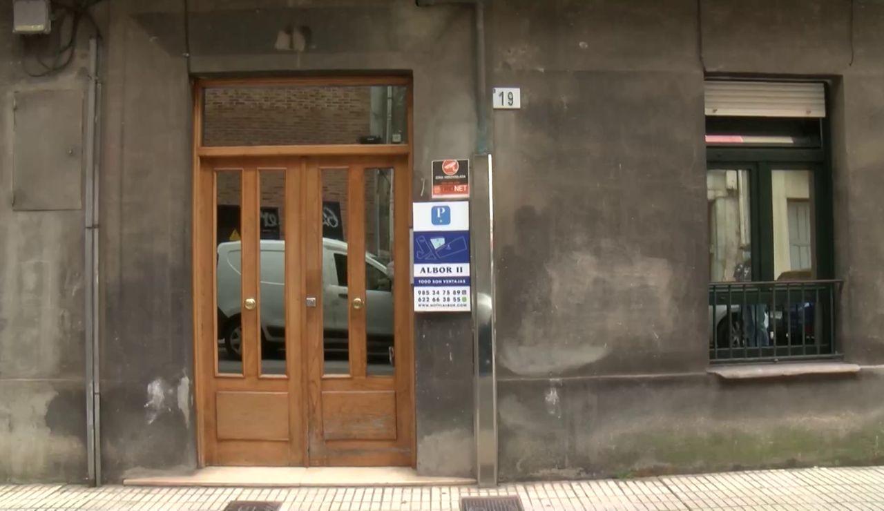 Uno de los detenidos por una presunta violación múltiple en Gijón contactó con las víctimas por redes sociales