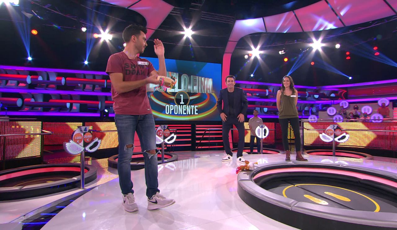 Dudu fascina con su grupo de música: ¡los 'Rolling Stones' de la tuna y su baile de pandereta!