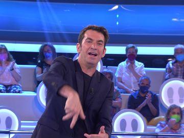 Arturo Valls y un concursante reinventan un chiste con un divertido fallo en '¡Ahora caigo!'