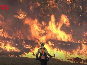 Bombero en el incendio de Tarragona