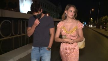 La respuesta de Alba Carrillo cuando le preguntan por boda mientras camina al lado de su novio Santi Burgoa