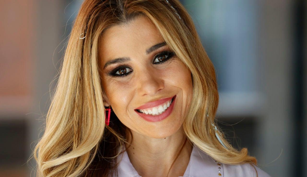 Natalia Rodríguez posando ante los medios