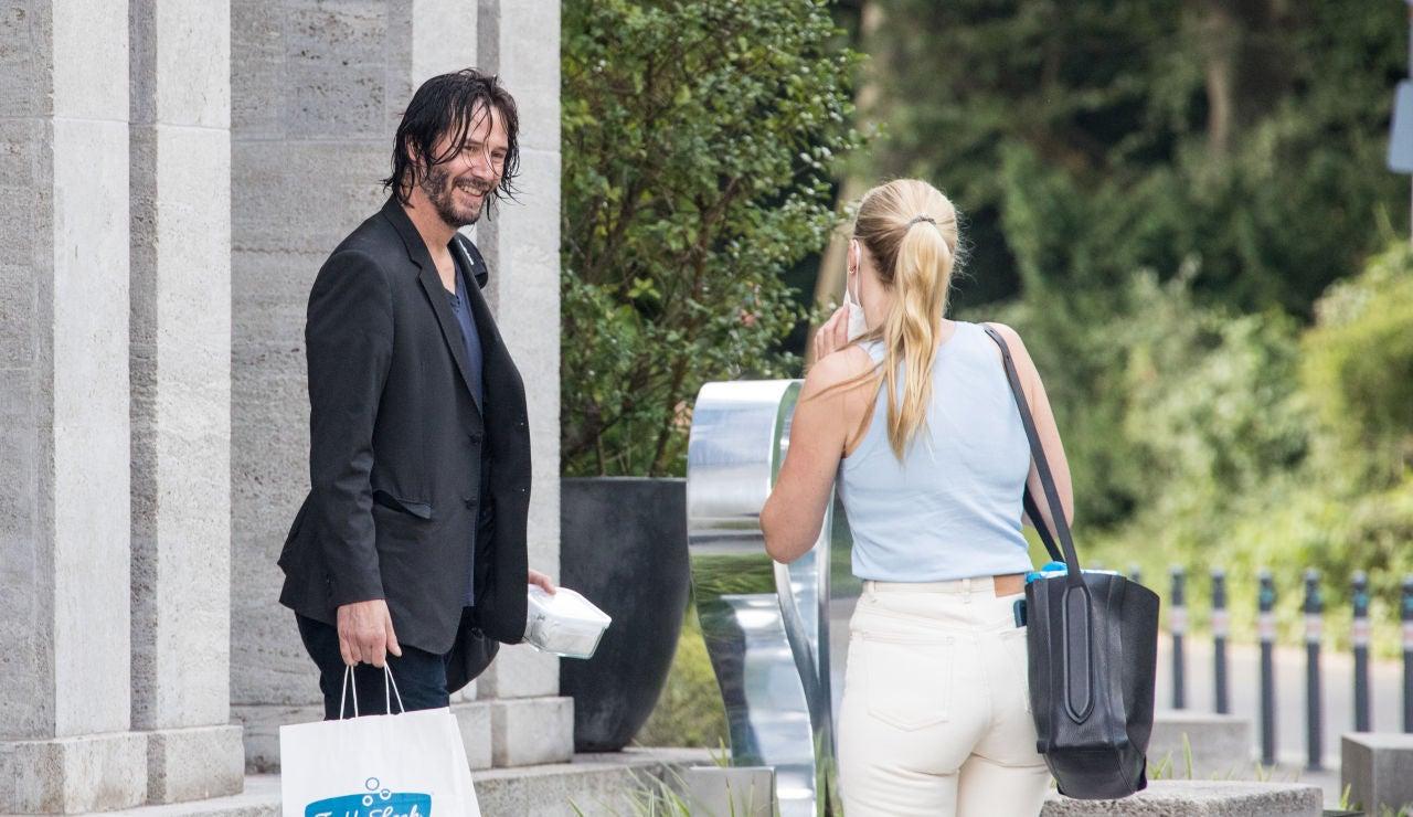 La simpatía de Keanu Reeves con su asistente