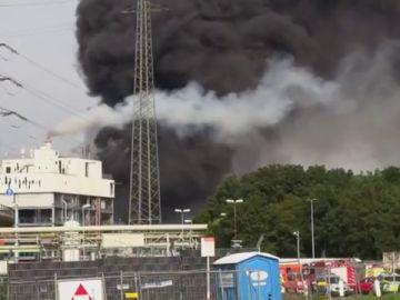 """Alemania declara en Leverkusen """"zona de peligro extremo"""" tras una explosión química que deja varios heridos y desaparecidos"""