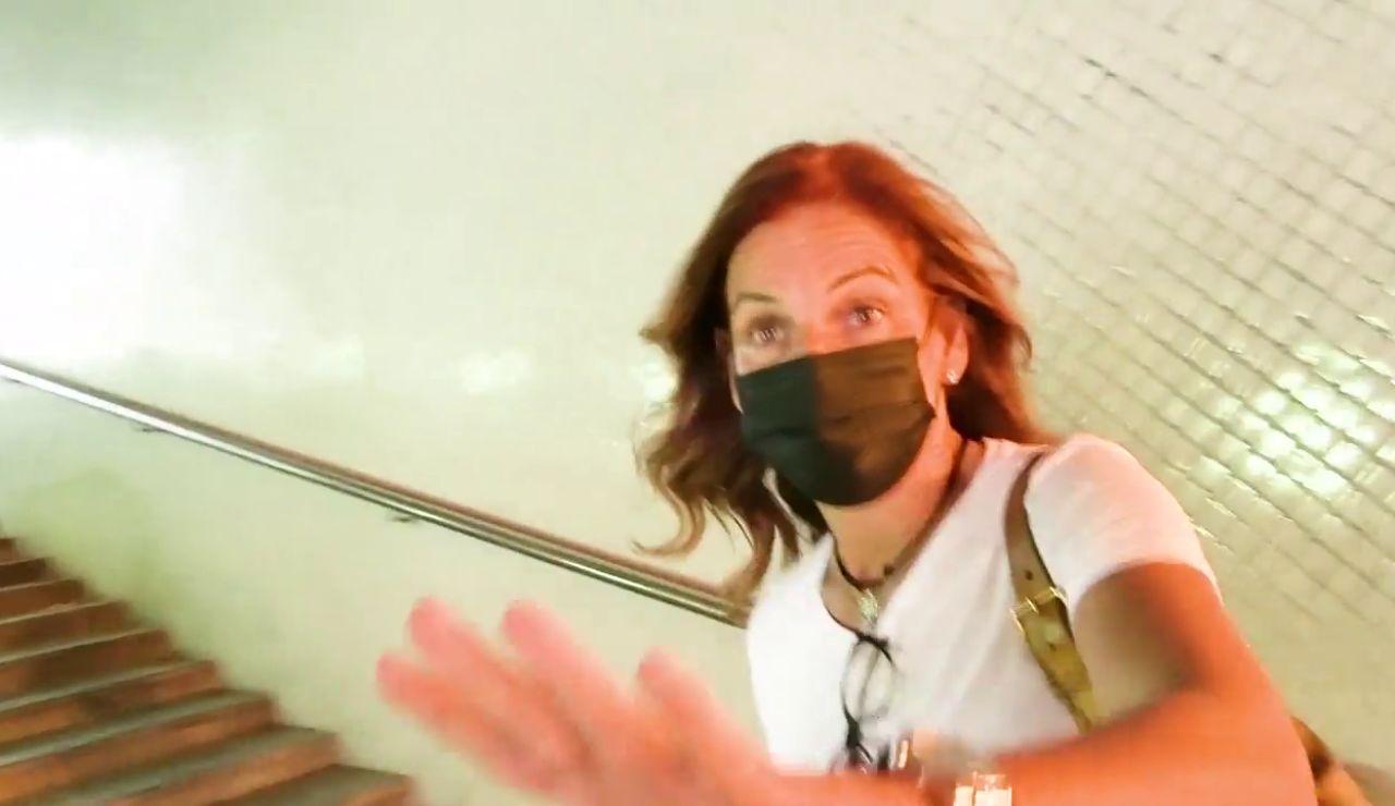 Arantxa Sánchez Vicario se agobia y tapa la cámara de la prensa para que no la graben