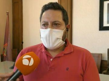 "El alcalde de Brihuega asegura que en ningún caso ""se mató al toro a golpes de coche, lo hizo la persona autorizada"""
