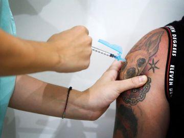 Andalucía, Baleares y Cataluña abren la vacunación sin cita previa para frenar al coronavirus