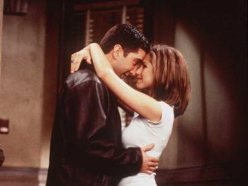 Jennifer Aniston y David Schwimmer actuando en 'Friends'