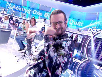 """¡Ya marca estilo en 'La Pista'! Roberlo Leal le pide bailar a Marco Antonio: """"Es un reclamo popular"""""""
