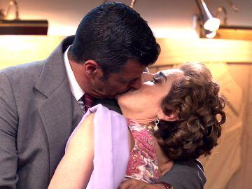 Lorenzo Bravo le pide matrimonio a Benigna rodeado de sospechas