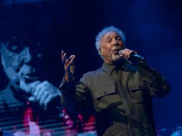 Tom Jones repasa su carrera musical en un apoteósico concierto en el escenario de Starlite