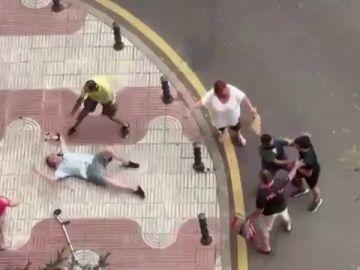 Se busca a un joven que golpeó a un anciano con muletas tras un incidente de tráfico en Alcorcón