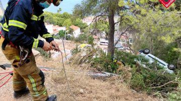 Los bomberos preparan la operación de rescate