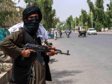 ¿Quién estaría detrás de las explosiones en el aeropuerto de Kabul?