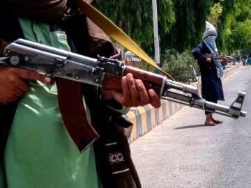 Los talibanes prohíben a las mujeres trabajar en las emisoras de radio de Ghaznia