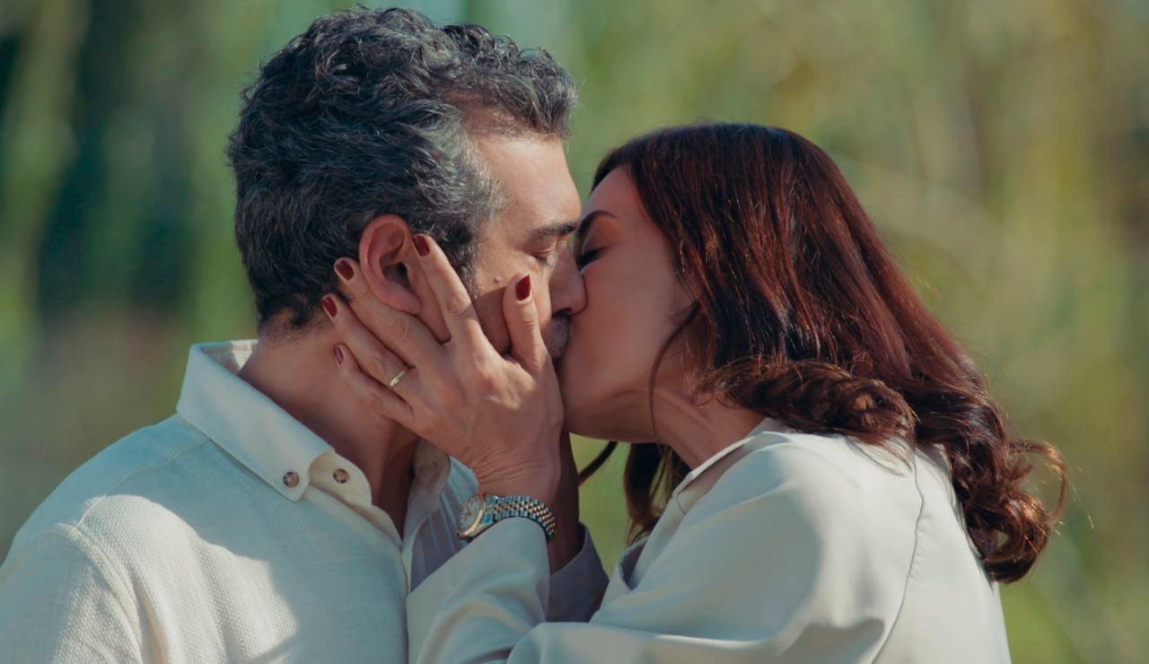 El beso entre Asya y Volkan que despierta la furia de Derin