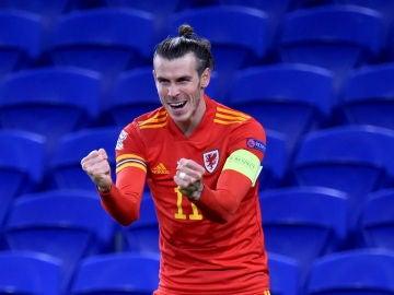 Bale firma un hatrick y salva a Galés de una debacle ante Bielorrusia