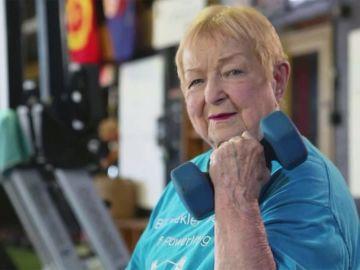 Así es Edith Murway-Traina, la levantadora de pesas más longeva del mundo con 100 años