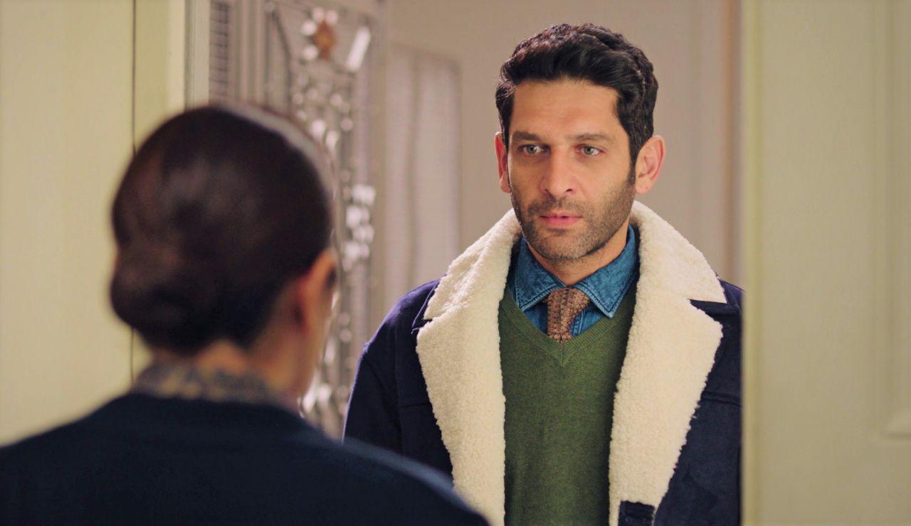 Safiye y Naci, cara a cara: el profesor de Neriman se presenta en casa de los Derenoglu