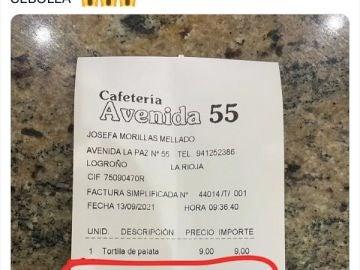 Pide una tortilla de patata sin cebolla y le cobran un gasto extra de un euro