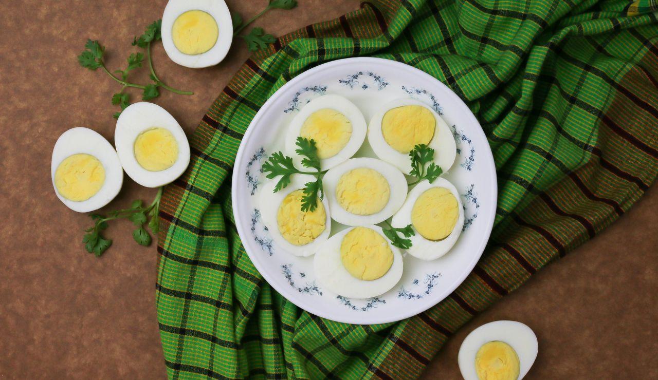¿Qué es el anillo verde o gris alrededor de la yema de un huevo duro?