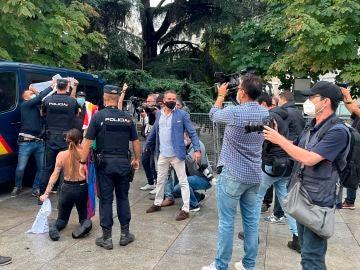 """Activista de Femen protestan frente al Congreso contra """"la homofobia"""" y """"el discurso del odio"""""""