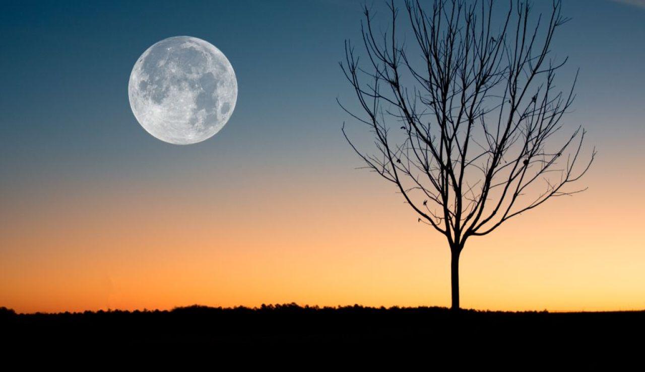 Hoy hay luna llena, ¿desde dónde y a qué hora es mejor observarla en España?