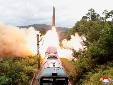 Lanzamiento misiles desde un tren en Corea