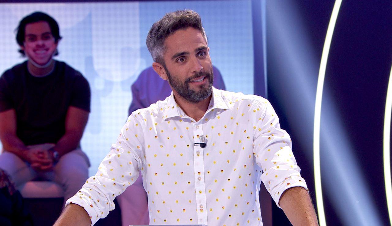 """Roberto Leal sorprende con su camisa de emojis: """"Esta vez gano a Marco Antonio"""