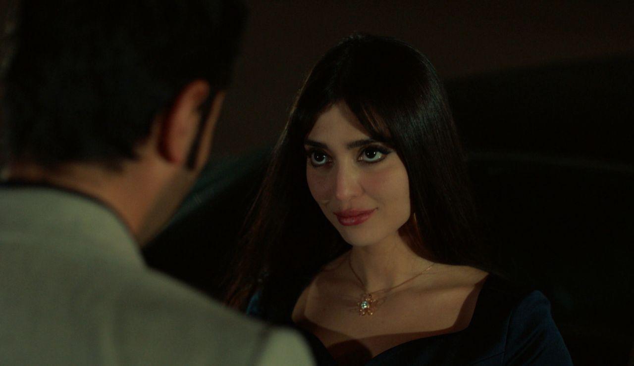 Yilmaz y Müjgan sellan su amor con un anillo de compromiso