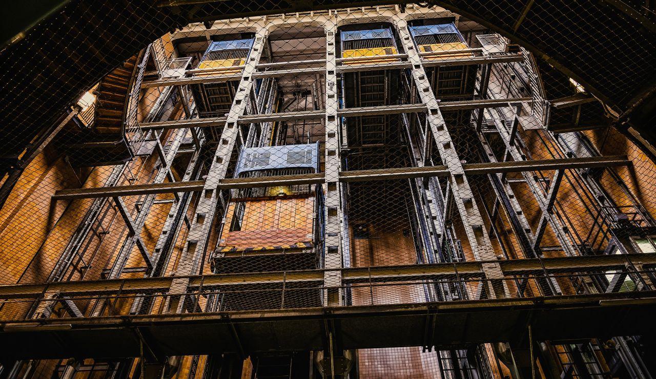 Encuentran un esqueleto humano en un ascensor que llevaba más de dos décadas averiado