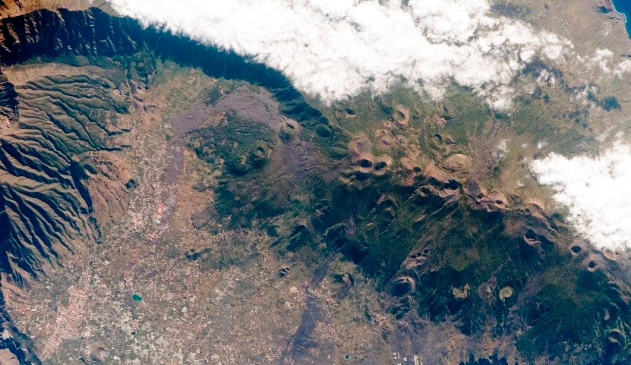 16/09/2021 12:30 (UTC) Crédito: EFE Fuente: EFE/EFE Autor: Miguel Calero Temática: Catástrofes y accidentes » Terremoto Imagen aérea de la NASA de la Cumbre Vieja de La Palma