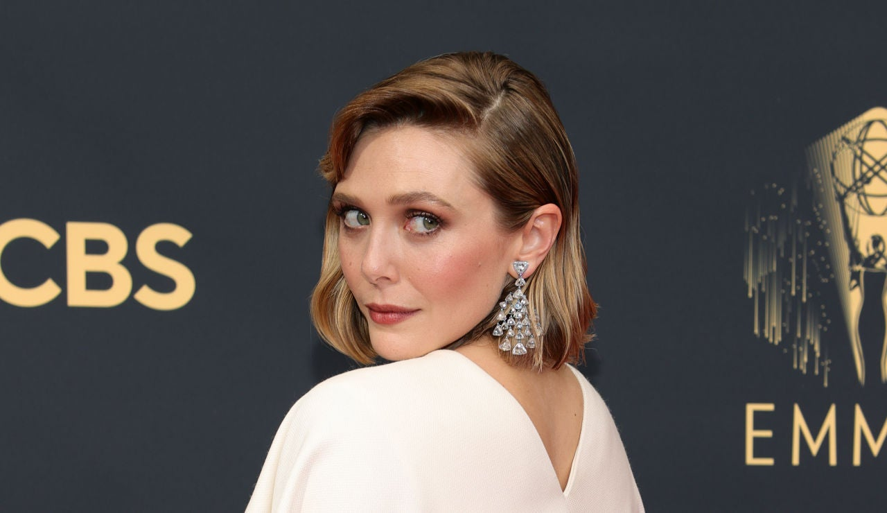 Elizabeth Olsen en la alfombra roja de los Premios Emmy 2021