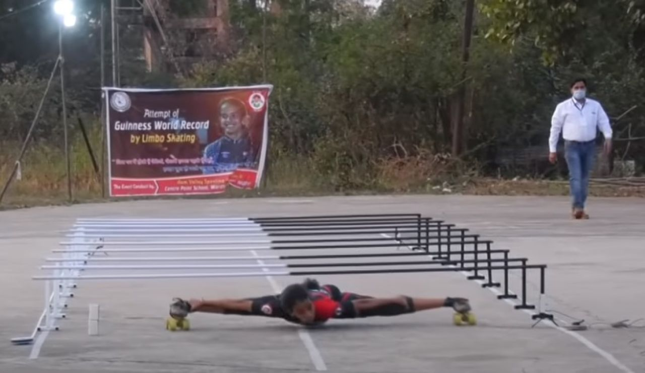 Shrishti Dharmendra Sharma establece un nuevo récord en limbo skating